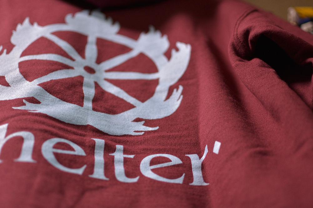 【即納:M/L】Shelter /シェルター - Logo プルオーバーパーカー(マルーン)【サイズ交換品のため特価】