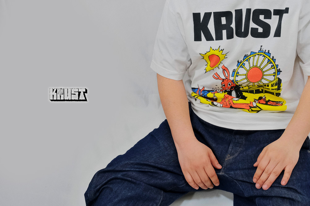 【即納】Krust / クラスト - Newman Place Tシャツ(ホワイト)※廃盤