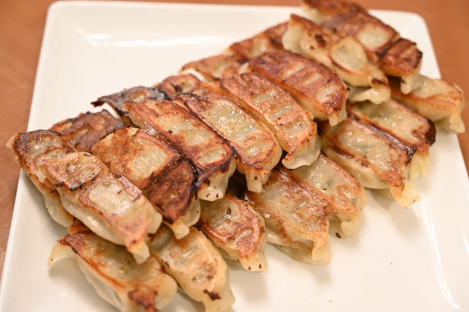 【リニューアル!】東京目黒 中華味一 濃厚肉汁背脂餃子 特製背脂小袋付き 50個入り
