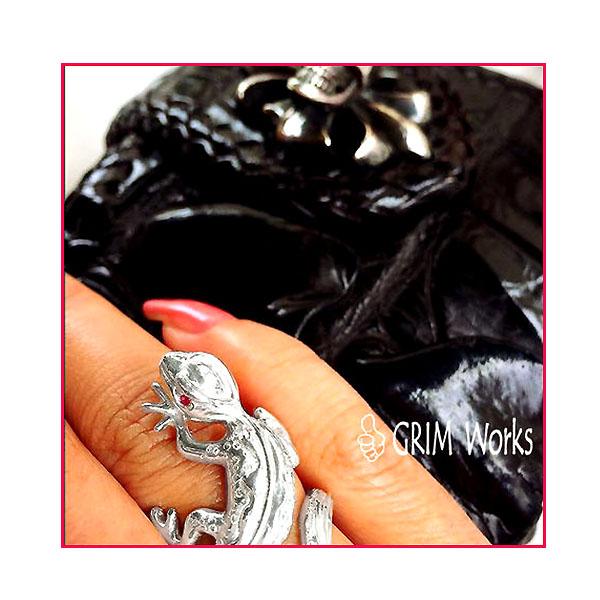 銀のトカゲ リング 石あり あなたの日常に 一生もの のファッションジュエリーを。