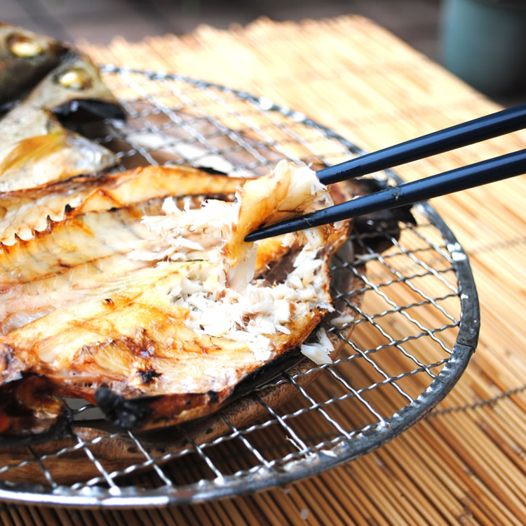 ☆送料無料☆【相模湾産】イサキ干物 5枚--塩焼きが美味いんだから干物はもっと美味いです!