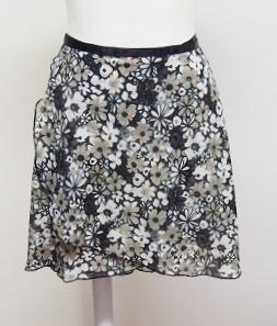 ブラックフラワープリント巻きスカート