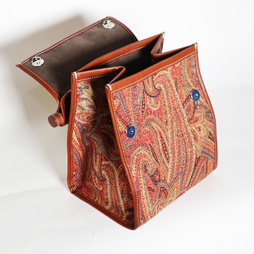 A VACATION/LUNCH PAISLEY ORANGE