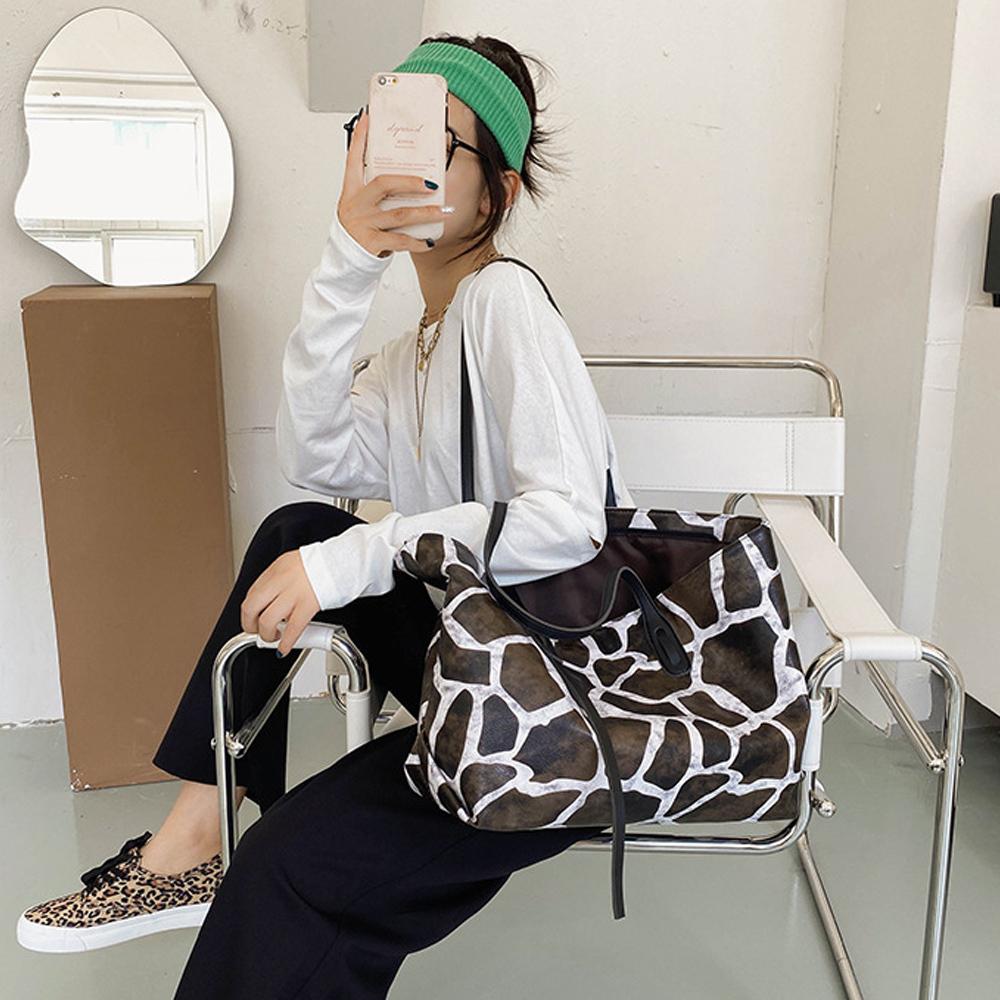 アニマル柄 トートバッグ レディース ゼブラ柄 手提げバッグ 大容量 ウシ柄 肩がけバッグ 韓国風 鞄 たっぷり収納 ハンドバッグ