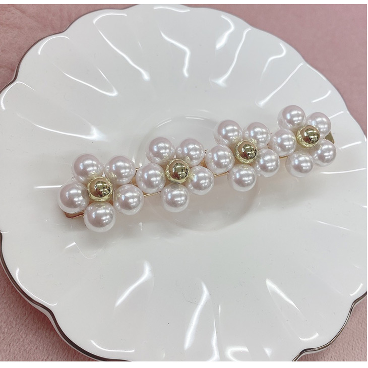 DC flower pearl barrette