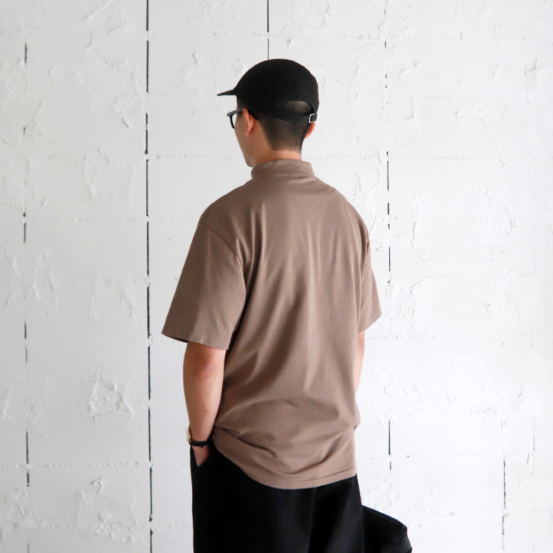 HATSKI Mock Neck Tee -Khaki Brown