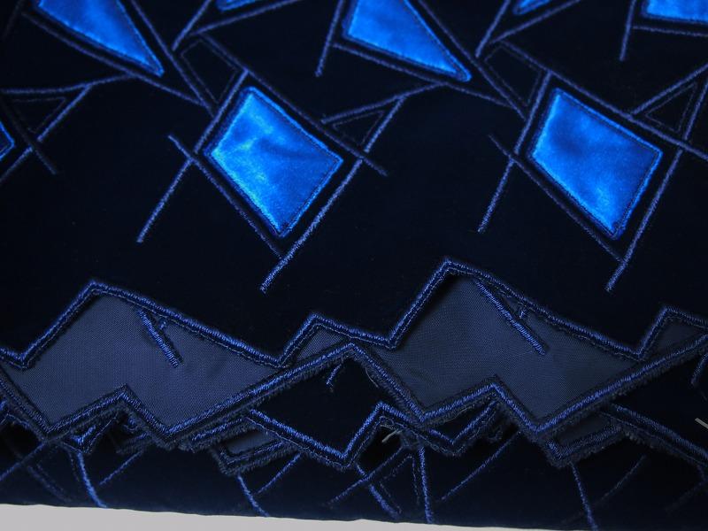 お買得 <strong>【ベルベット/ハンドカット/レース】</strong> <br>日本製生地 <br>紺/ブルー系 <br>90cm巾3.5m <br>2381-675 <br>【一点在庫あり ご注文はお早めに】
