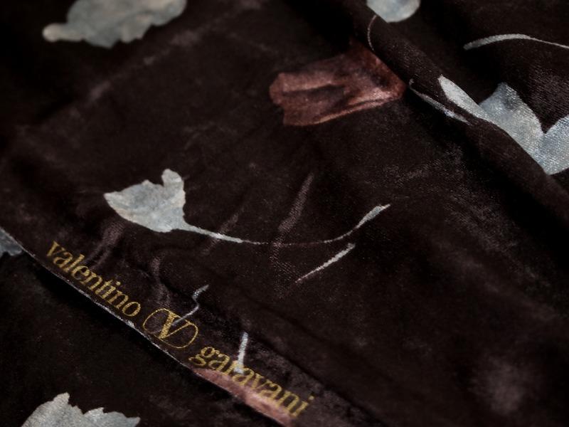 お買得 <strong>【valentino garavani/バレンチノ ガラバーニ ベルベット】</strong><br> ベルベット/プリント イタリー製 ,輸入生地,<br> ワイン系/他<br> 180cm巾2.7m<br> 2341-726<br> 【一点在庫あり ご注文はお早めに】