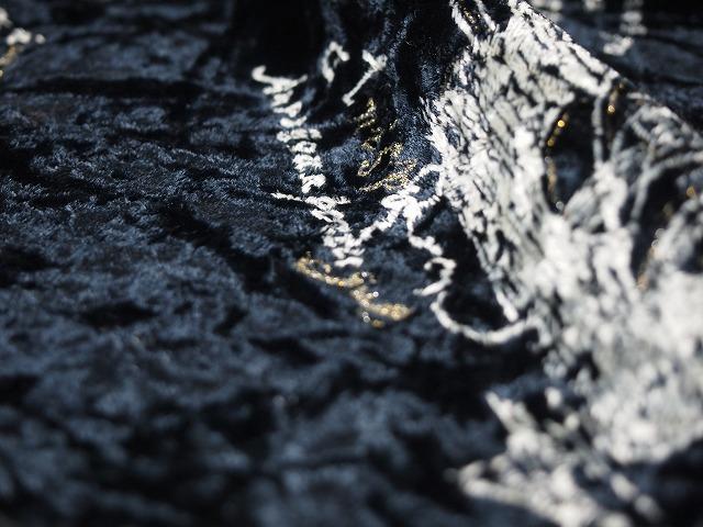 お買得 <strong>【ベルベット型押し/プリント】</strong><br> 日本製生地<br> 黒(ベース色)/プリント系<br> 90cm巾 3.8m<br> 2341-663<br> 【一点在庫あり ご注文はお早めに】
