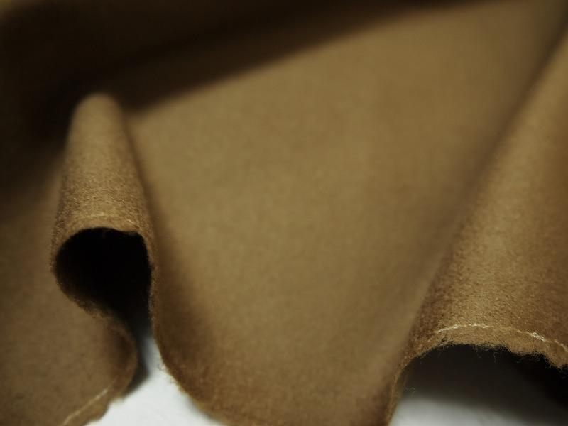 お買得 <strong>【カシミヤ/ロイヤルスキン無地】</strong><br>イタリ—製,輸入生地,<br>ゴールドブラウン<br> カシミヤ30%ラムウール70%<br> 150cm巾 2.5m<br>(スーツ分)<br>2111-821