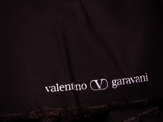 お買得 <strong>【Valentino garavani/バレンチノ ストレッチ,ウール生地,】</strong><br>イタリ—製,輸入生地<br>エビ茶<br>ウール97% エラスティ3%<br>140cm巾2.7m<br>(パンツスーツ分)<br>2111-332<br>【一点在庫あり ご注文はお早めに】