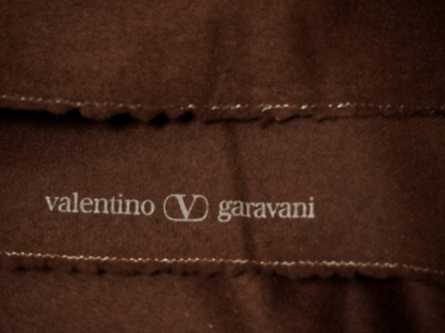 <strong>特選お買得 【Valentino garavani/バレンチノ カシミヤウール フラノ,】</strong><br>イタリ—製,輸入生地<br>茶色 霜降り<br>ウール70%カシミヤ20%ポリアミド10%<br>140cm巾2.7m<br>2111-559
