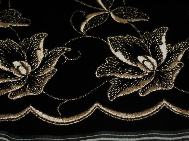 お買得 <strong>【ベルベット/オールオーバー/レース】</strong><br> 日本製生地<br> 黒/刺繍 金茶<br> 90cm巾4.5m<br> 2381-707
