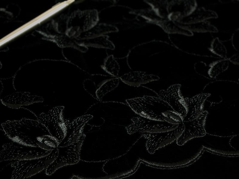 お買得 <strong>【ベルベット/オールオーバー/レース】</strong><br> 日本製生地<br> 黒/刺繍黒<br> 90cm巾3.3m <br>2381-708