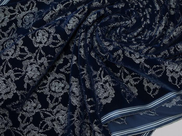 お買得 <strong>【ベルベット/オールオーバー/レース】</strong><br> 日本製生地<br> 紺/刺繍白<br> 90cm巾3.5m<br> 2381-694<br> 【一点在庫あり ご注文はお早めに】