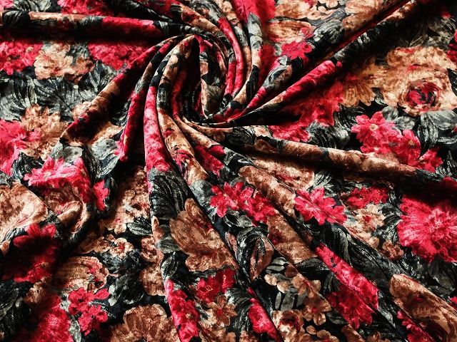 お買得 <strong>【ベルベット型押し/花柄プリント】</strong><br> 日本製生地 <br>黒(ベース色),赤、茶、グリーン系<br> 90cm巾 3.8m<br>ワンピース、スーツ、コート <br>2341-671<br>