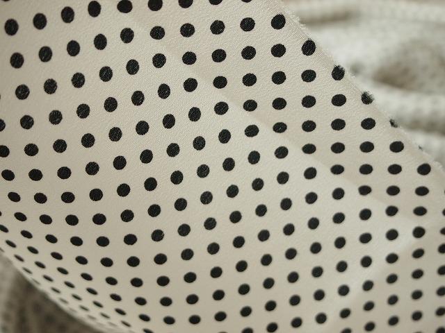 お買得 <strong>【シルク 厚手デシン ドットプリント】</strong><br>イタリー製 輸入生地 <br>シルク100% <br>白/黒 <br>110cm巾3.8m (スーツ・ワンピース分)<br> 3241-141