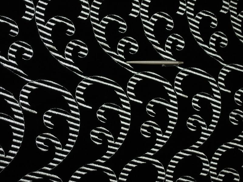 お買得 <strong>【ベルベット/オールオーバー/レース】</strong><br> 日本製生地<br> 黒/刺繍銀ラメ<br> 90cm巾3.0m<br> 2381-687<br> 【一点在庫あり ご注文はお早めに】