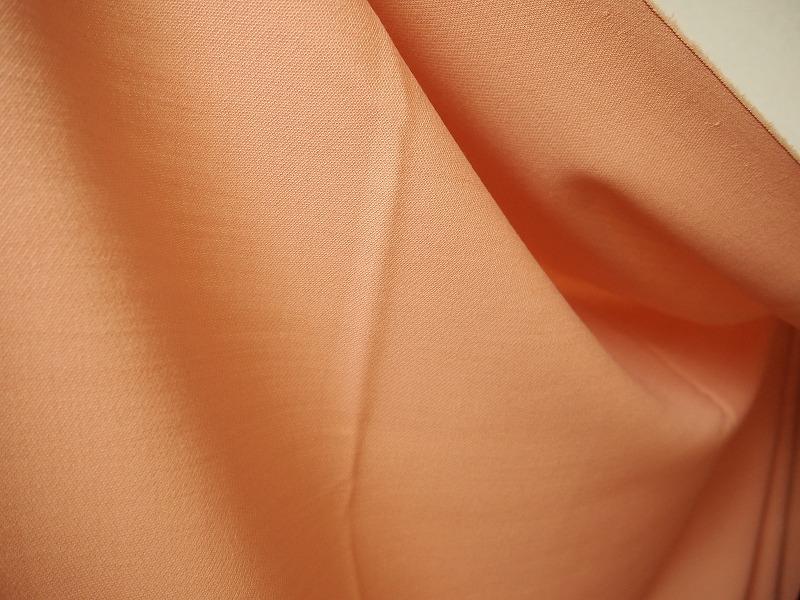 お買得 <syrong>【サマーウール,無地】</strong><br>イタリ—製,輸入生地, <br>オレンジ系, <br>ウール100%,  <br>140cm巾 <br>50cm単位 <br>3111-282