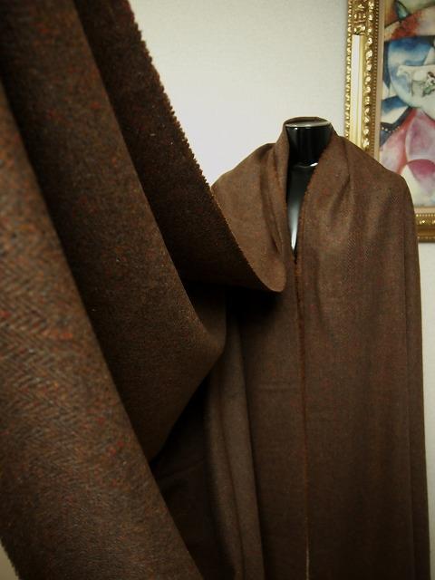 お買得 <strong>【本場のミックスカラーツイード ヘリンボーン】</strong><br>イギリス製,輸入生地, <br>スコットランドウール95% カシミヤ5% <br>茶色系ミックス <br>140巾cm2.5m<br>(スーツ、コート分) <br>2111-335<br> 【一着在庫あり ご注文はお早めに】