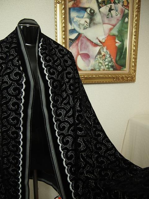 お買得 <strong>【ベルベット/オールオーバー/レース/銀ラメ】</strong><br> 日本製生地<br> 黒/銀ラメ刺繍<br> 90cm巾3.5m<br>スーツ、ワンピ^ス、コート<br>2381-804<br>【一点在庫あり ご注文はお早めに】