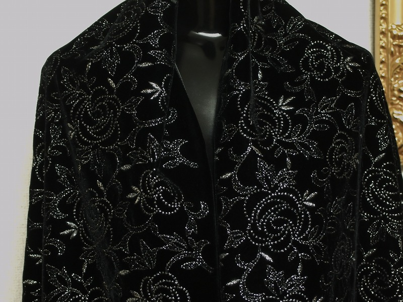 お買得 <strong>【ベルベット/オールオーバー/レース】</strong><br> 日本製生地<br> 黒/刺繍銀ラメ<br> 90cm巾3.3m<br> 2381-689<br> 【一点在庫あり ご注文はお早めに】