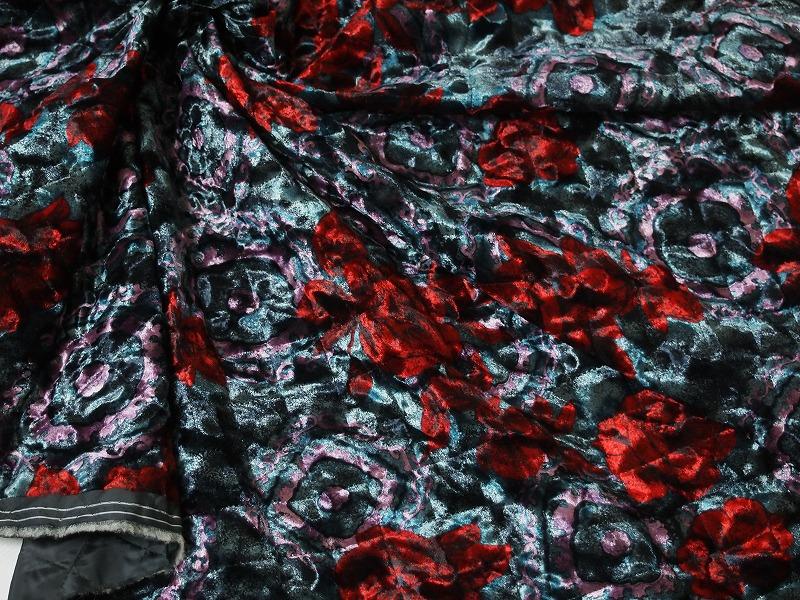 お買得 <strong>【べルベット/キルティング/プリント コート生地】</strong><br>日本製<br> 黒/赤系<br> 90cm巾3.8m<br> 2341-683<br> 【在庫一点あり ご注文はお早めに】