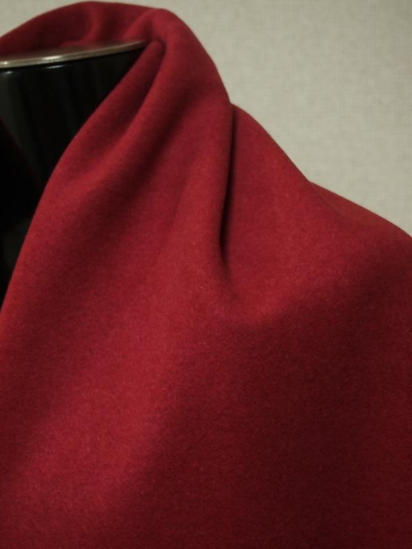 お買得 <strong>【カットパイル織り シルクウール コート生地】</strong><br> 英国製,輸入生地<br> シルク18% ウール82%<br> チェリー系<br> 140巾cm2.5m<br>(コート分)<br> 2111-434<br> 【送料無料】<br>【一着在庫あり ご注文はお早めに】