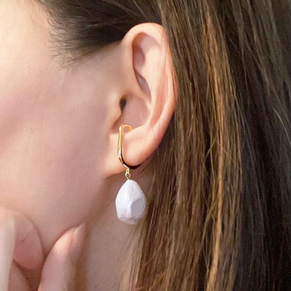 Drop pearl ear cuff