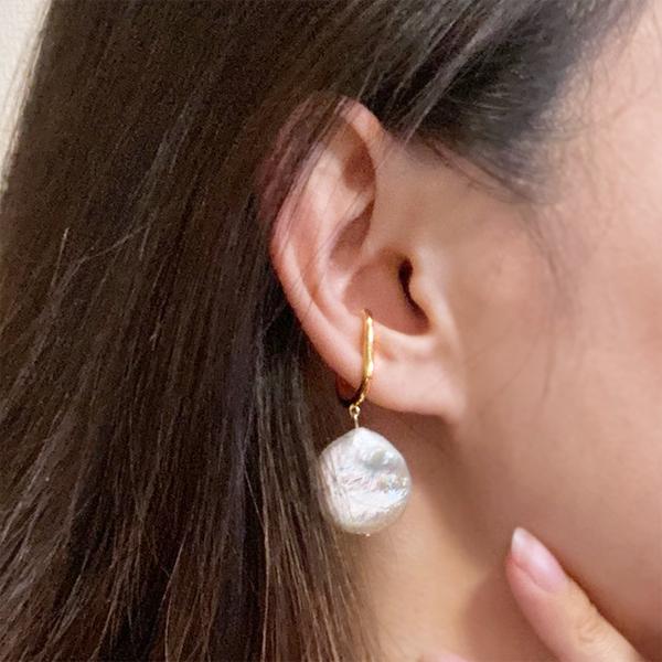 Flat pearl ear cuff