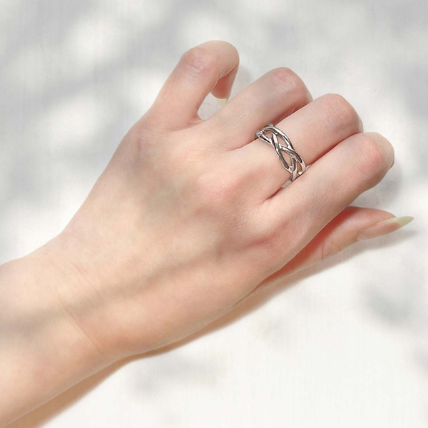 Thick twist ring