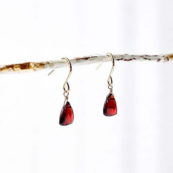 [14Kgf] Garnet pierce (trilliant cut)