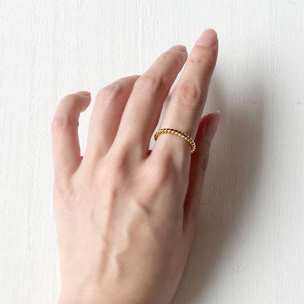 Twist sparkle ring