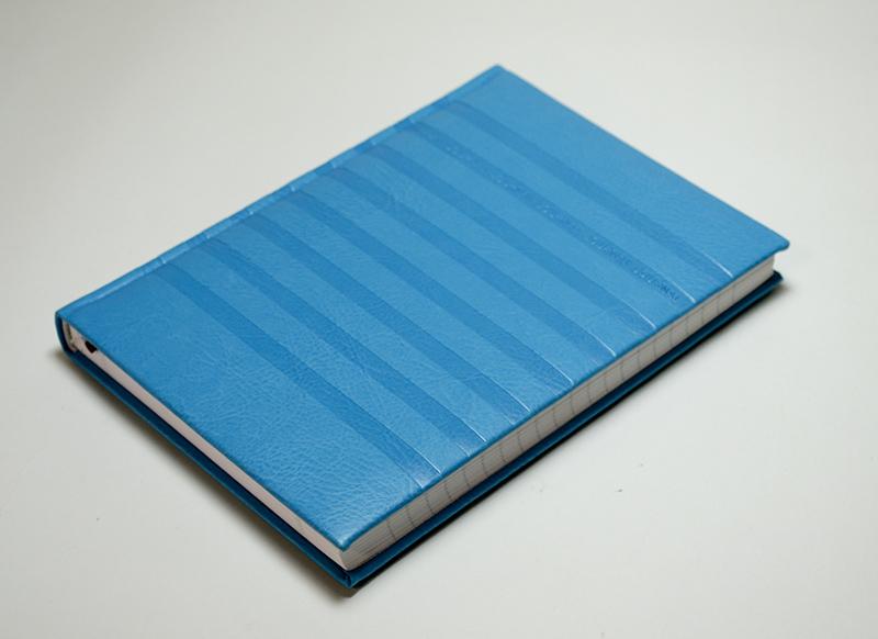 【50%OFF】イタリア製 オシャレなエンボスカバーのノートブック Pierre Belvedere社/ラインズ スカイブルー