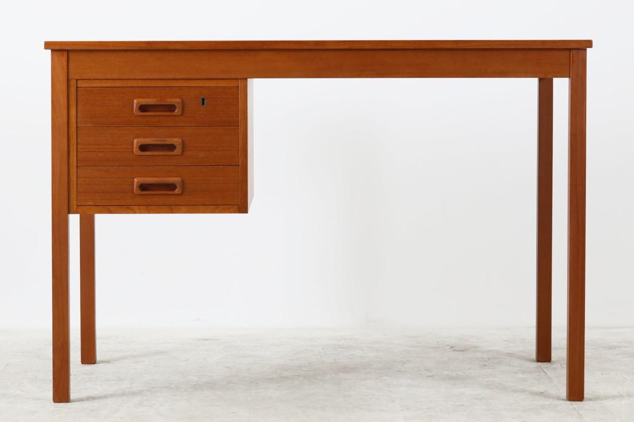 デンマーク製 小ぶりな片袖デスク チーク材 北欧家具ビンテージ/DK11182