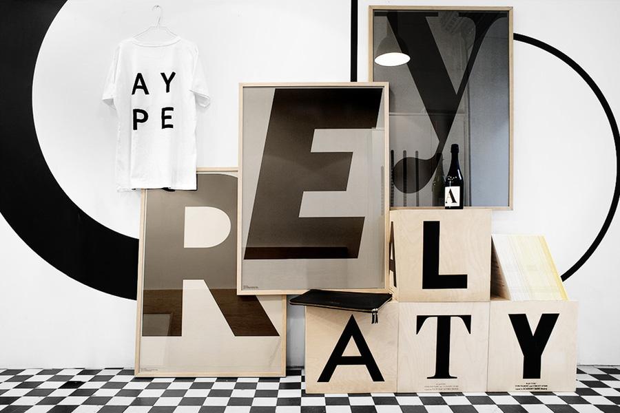 PLAYTYPE アルファベット ポスター/アートプリント 70×100cm GREY - E