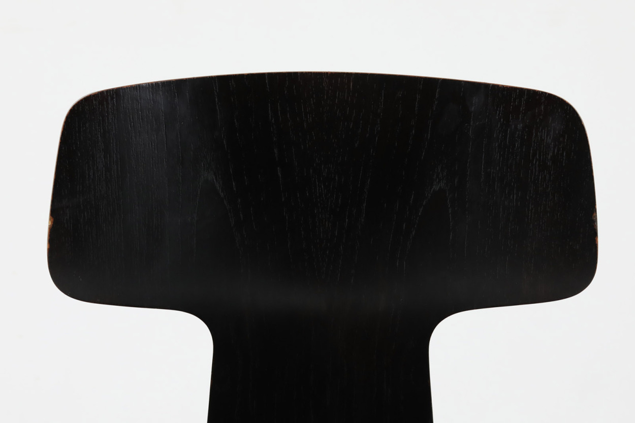Arne Jacobsen(アルネ・ヤコブセン) Tチェア ブラック/DK11859