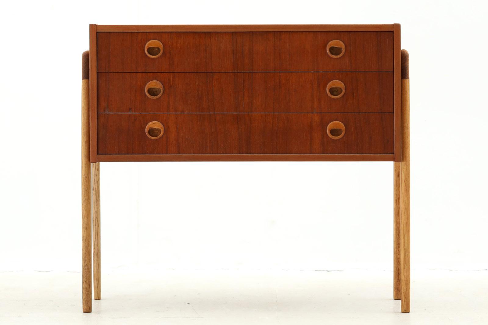 スウェーデン製 可愛いデザインの3段チェスト チーク×オーク材 北欧家具ビンテージ/DK10137