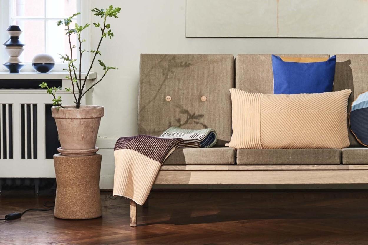 OYOY Living Design オーガニックコットンxレザーの中綿入りクッション 60x40cm Deco