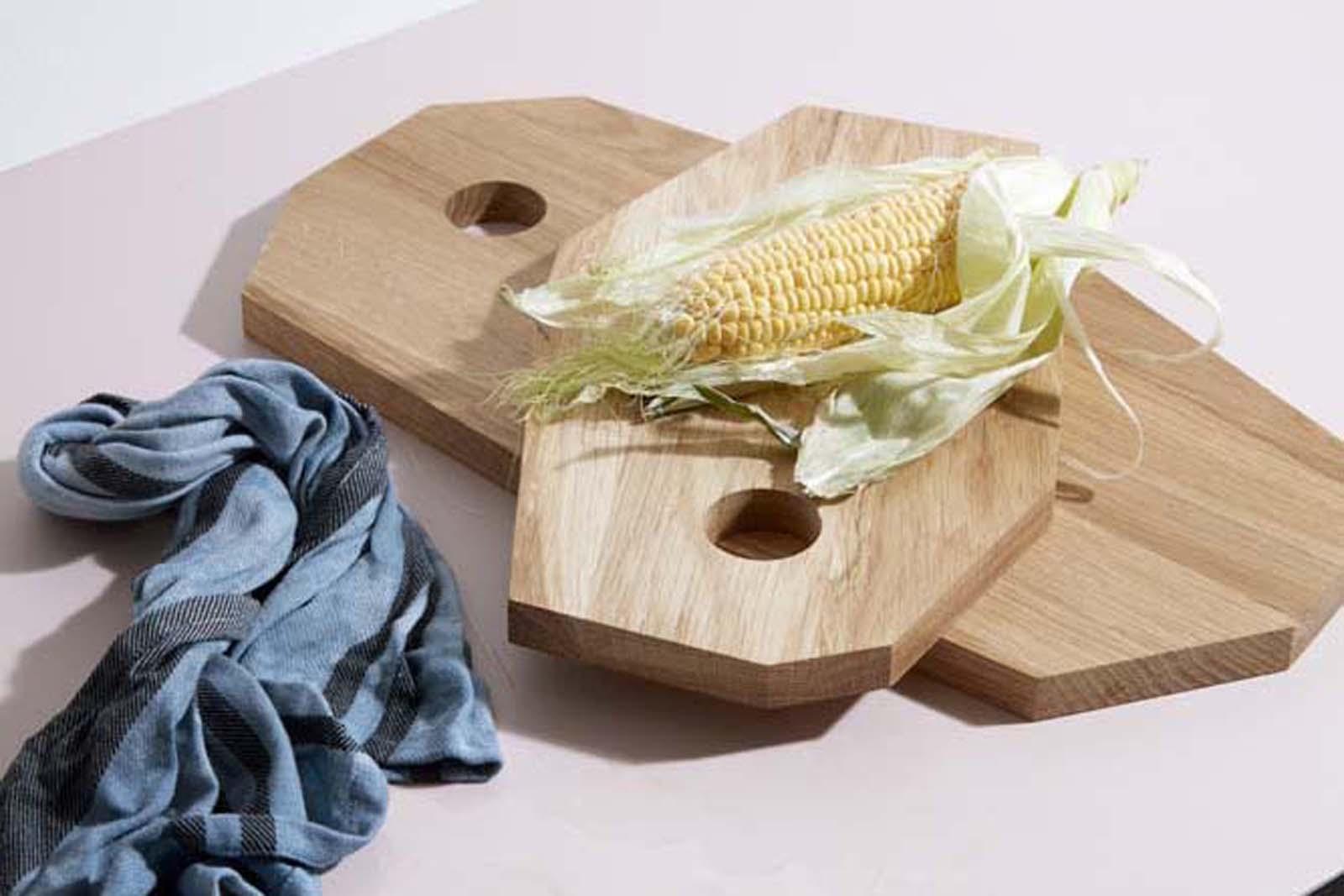 Broste Copenhagen(−) オーク材のおしゃれな形のカッティングボードトレイ Lサイズ