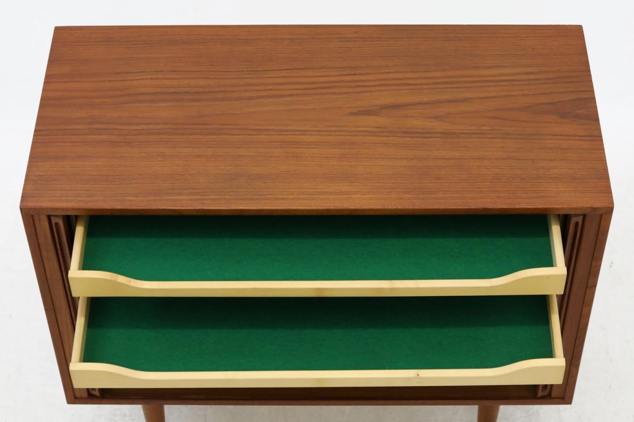 Kai Kristiansen(カイ・クリスチャンセン) 小ぶりなローボード 蛇腹扉 チーク材 北欧家具ビンテージ/DK10617