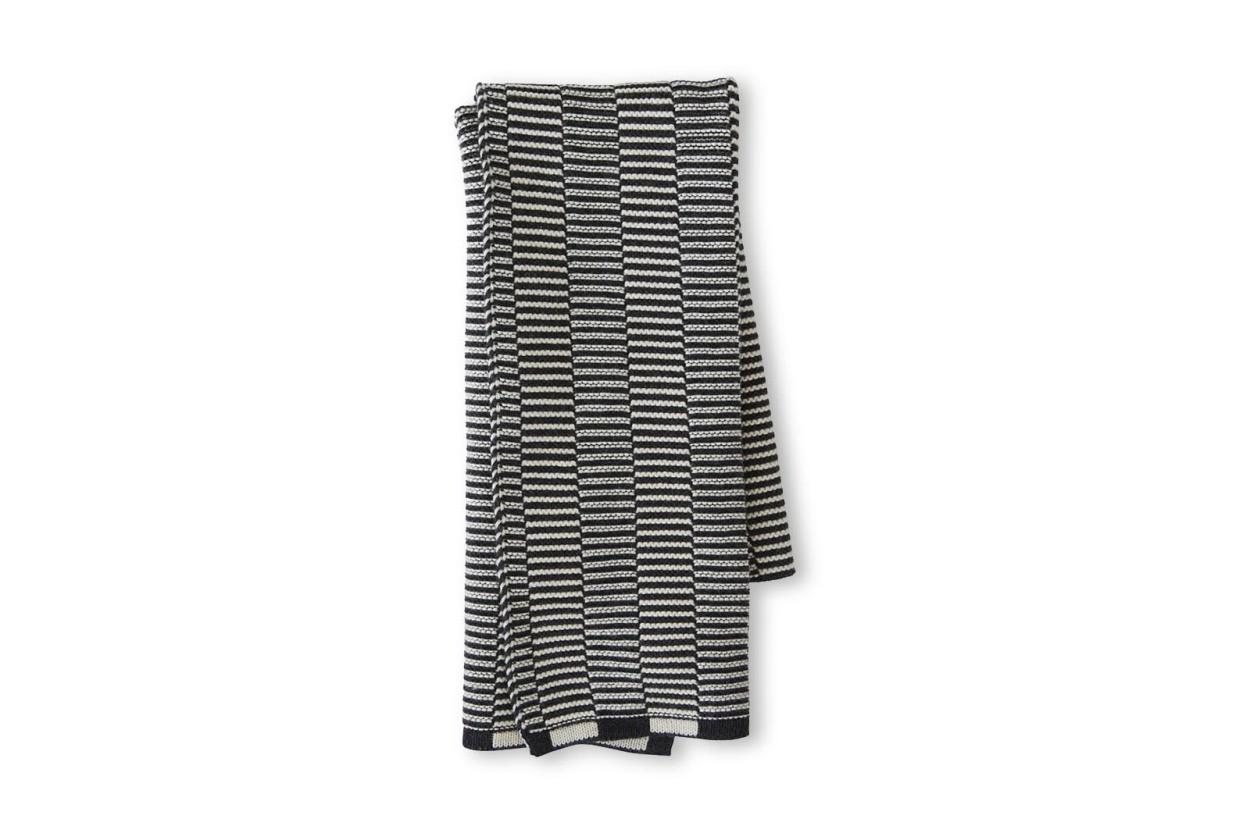 OYOY Living Design オーガニックコットン製 ニット編みの小ぶりなキッチンタオル Stringa ブラック