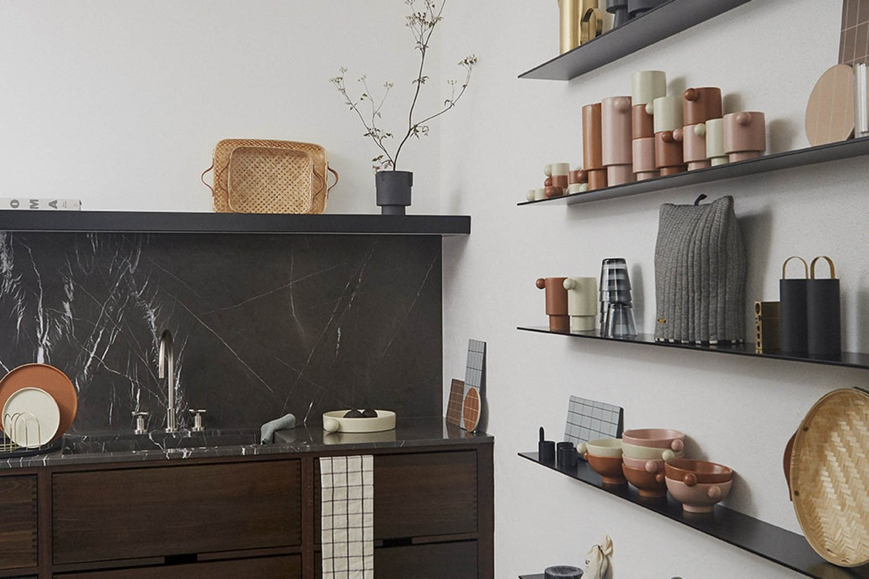 OYOY Living Design マットな質感のグレーカーラーフラワーポット Mサイズ