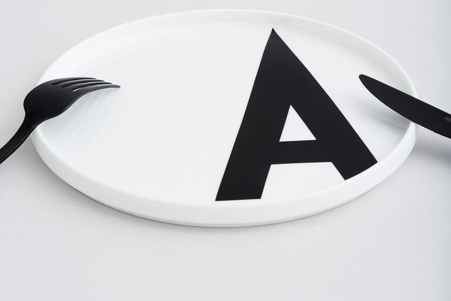DESIGN LETTERS(デザインレターズ) Arne Jacobsen アルネ ヤコブセン パーソナルポーセリンプレート(N〜Z)