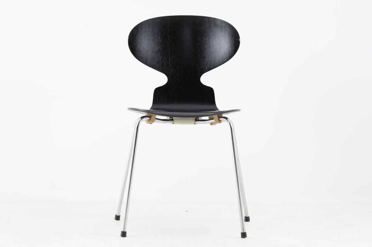Arne Jacobsen(アルネ・ヤコブセン) アントチェア ブラック/DK11781