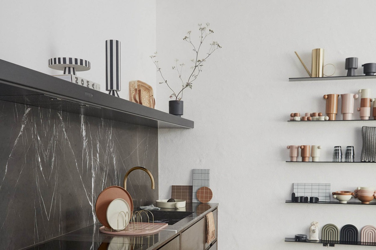OYOY Living Design モノトーンカラーストライプデザインのフラワーベース Toppu ハイタイプ