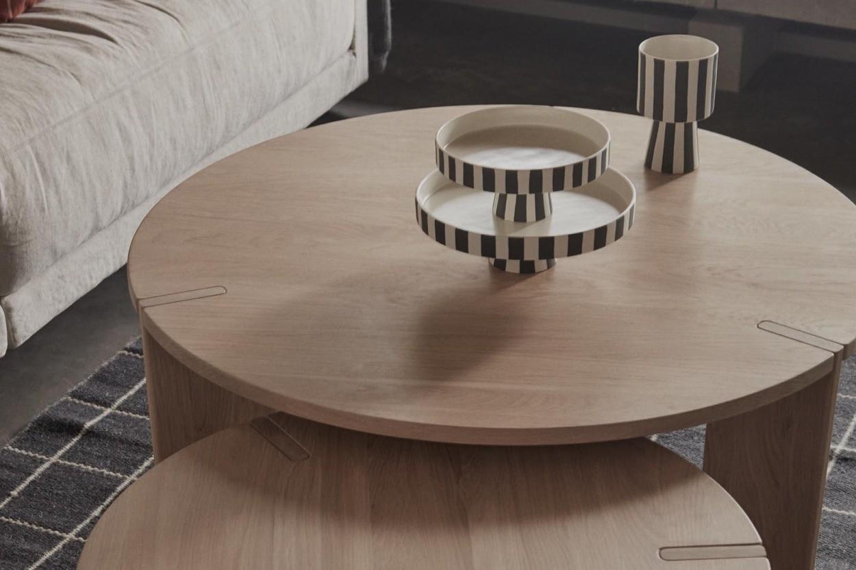 OYOY Living Design モノトーンカラーストライプデザインのスタンドトレイ Toppu