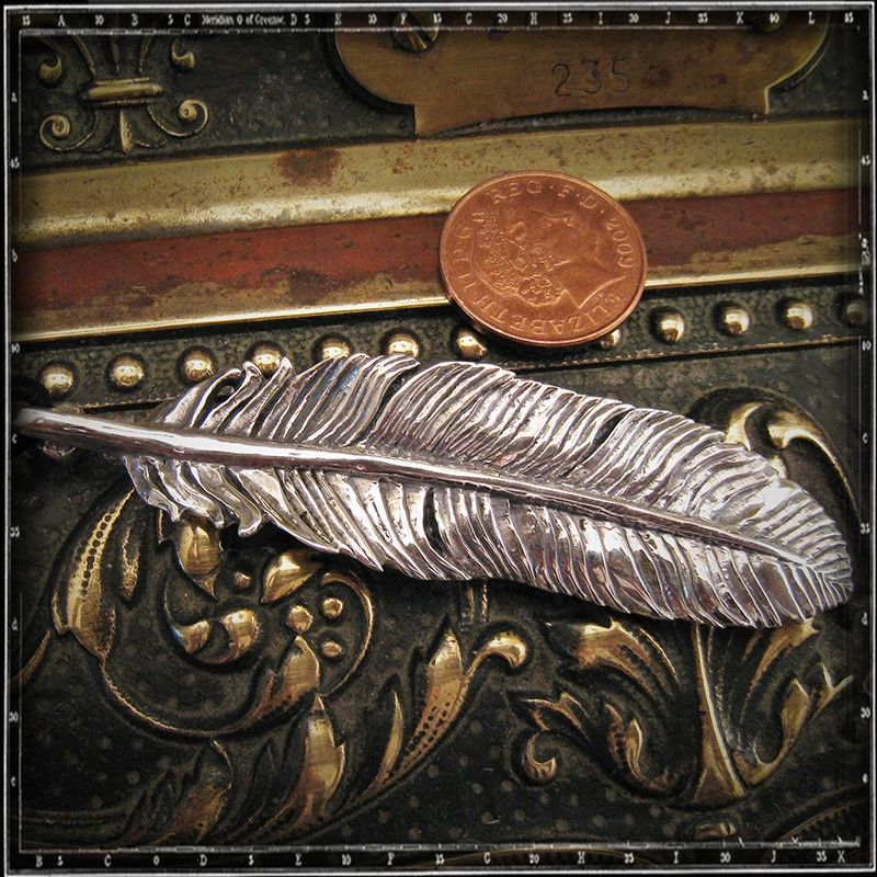 LOUVRES FEATHER PENDANT - LARGE