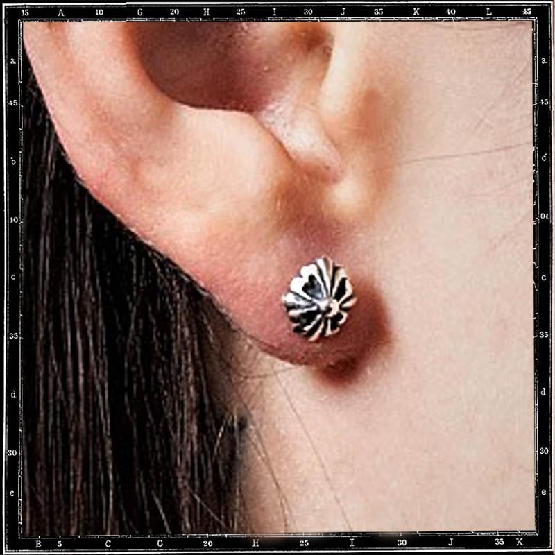 MINI TUDOR CONE STUD EARRING