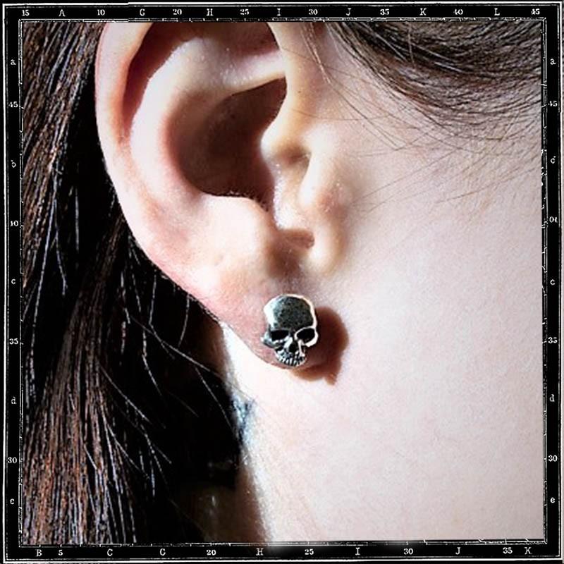 PLAIN SKULL STUD EARRING